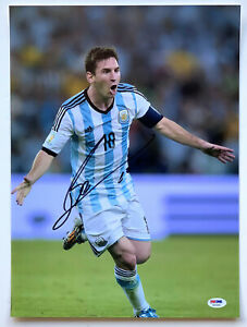 Lionel Messi Autographed Argentina soccer Photo signed PSA DNA LOA