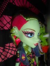 Monster High Venus McFlytrap Original with Pet Chewlian Plant
