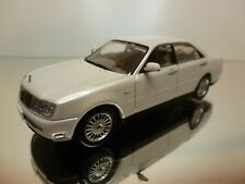 J COLLECTION NISSAN CEDRIC - RHD - PEARL WHITE 1:43 - EXCELLENT - 30