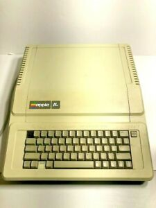 Vintage Apple lle Computer Model AA 11040B With Disc Drive Model A2M0003