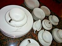 9 Pieces Mikasa Aries # 8262 Set 4 Dinner Plates 3 Dessert Bowl 1 Cup & 1 Saucer