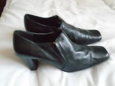 Ladies Lilly & Skinner leather shoes size 7. Black .