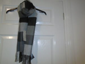 1 Mens soft and cosy grey checked scarf, DEBENHAMS, NEW with TAG