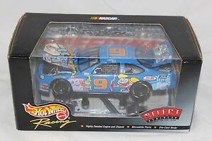 Hot Wheels NASCAR Cartoon Network Dexter's Lab #9 1:24 Die Cast Race Car 1999