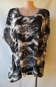 Belle Curve black grey print top size 26 scoop neckline short sleeves lined