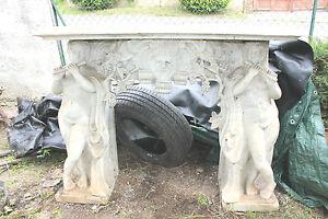 cheminée en marbre ancienne à décor tête Bacchus grappe raisin joueur de flûte