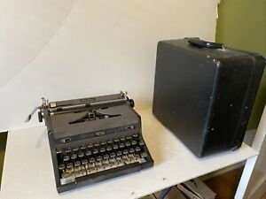 Vintage Royal Quiet DeLuxe  Portable Manual Typewriter CARRIAGE WORKS