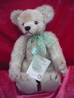 Beautiful, High Quality Teddy Bear __Hermann__Jahresbär 2000_