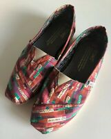 "TOMS Dan Eldon Collection Womens ""The Journey is the Destination"" Phrase Red 5"