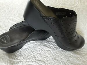 Dansko Womens 41 (10-10 1/2) Black Leather Designed Slip On Rubber Soled Mules