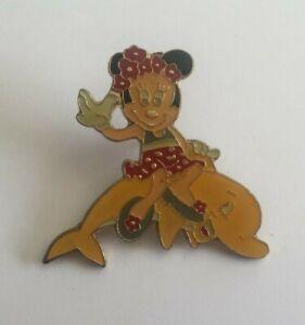 Pin's DISNEY MICKEY - MINNIE MOUSE SUR UN DAUPHIN (ref 111)