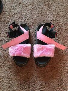 DR DOC MARTENS Womens Size 7USL Voss Fluffy  Sandal