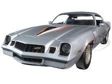 1978 CHEVROLET CAMARO Z/28 SILVER WITH ORANGE STRIPES 1/18 BY GREENLIGHT 12900