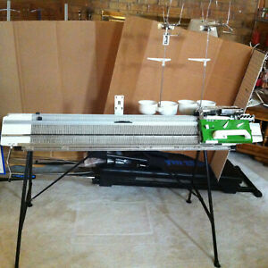PASSAP KNITTING MACHINE, 4 COLOR DUOMATIC 80, includes 25 cones of YARN