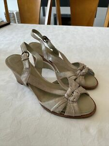 CLARKS ACTIVE AIR Sky Dive GOLD SHIMMER LEATHER WEDGE SANDALS UK7 VGC