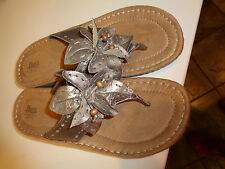 Bass Bronze Leather Sandals w/ leather Flower & Toe Thong Hardly Worn 9.5M NICE