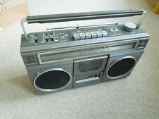 HITACHI TRK 7100E Stereo Radio Cassette Boombox Retro Ghetto Blaster MAINS BATT