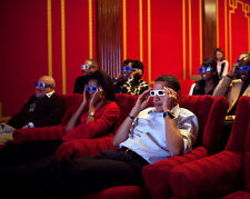 BARACK OBAMA & GUESTS WATCH A TV COMMERCIAL w/ 3-D GLASSES - 8X10 PHOTO (ZZ-643)