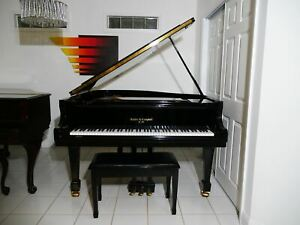 Kohler & Campbell SKG-500 Baby Grand Piano