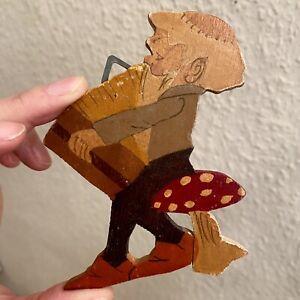 1930er Laubsäge-Arbeit: Kleiner Fliegenpilz Zwerg 9cm Gnom Figur Deutsch Alt RAR