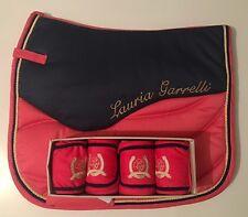 Réduction-Lauria Garrelli HKM Queens-Rose Bleu-matchymatchy Set-SADDLEPAD-Bandages