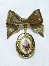 VINTAGE Pretty Scroll Etched Goldtone Bow & Oval Floral Print Locket Drop BROOCH