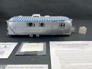Franklin Mint 1968 Airstream International Land Yacht Camper 1:24 Die Cast Paper