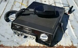 Aeronutronic Ford CB Radio transceiver Model D7LF-19A195 with mic