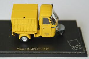 Miniatures 1:43-Musée de la Poste. Vespa 125 MPFIT -1979, sur socle.