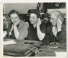 3 LADIES IN NBC RADIO RECORDING STUDIO W/HEADPHONES & MIC PHOTO REPRINT  8x10