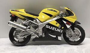 New-Ray Suzuki GSXR 600 Replica/Model Motorbike - 17cm x 10cm