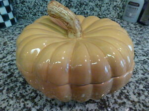 VINTAGE WILLIAMS-SONOMA PUMPKIN TUREEN MINT