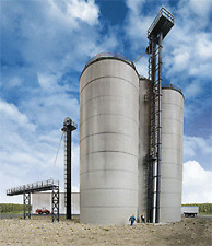 Walthers HO kIt Corn Storage Silos & Elevators North American Ethanol #933-2975