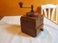 ancien moulin à café vintage , bois
