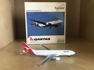 """Qantas """"Cityflyer"""" Airbus 330-200 1:500 Scale Model By Herpa"""