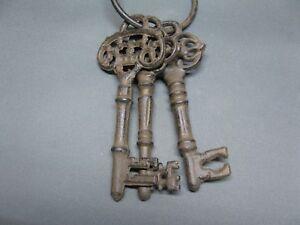 Gusseisen Schlüsselbund  3 Schlüssel  Dekoschlüssel 13 cm  Landhaus Antikstil