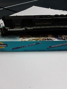 Athearn locomotive SD40-2, Southern High Nose.  Front light inop.