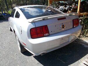 2005 FORD MUSTANG GT GEN V 5 SPEED 4.6 V8 DISMANTLING FOR PARTS LEFT TAIL LIGHT