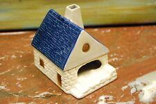 Cendrier a système en forme de maison. Faïence LUDE.