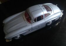 Mercedes Benz 300 SL Gull Wing (1954) 1:18 Scale Diecast Model By Burago