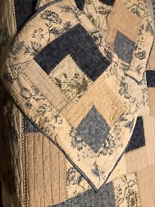 Pottery Barn Vintage Patchwork Design Quilt Size Queen w/ Shams