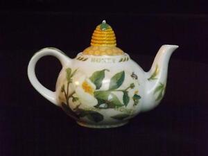 Cardew Tea & Honey 2 Cup Teapot EXC