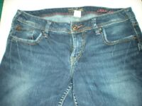 WOMEN'S SILVER JEANS AIKO FLOOD DARK BLUE JEANS SIZE 30 ` 99% COTTON 1% SPANDEX