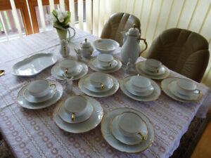 rosenthal sanssouci elfenbein mit Goldrand für 8 Personen