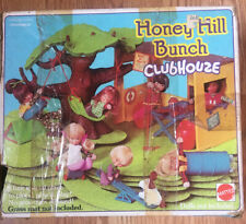 Mattel Honey Hill Bunch #9373 1975 Clubhouse with 4 dolls