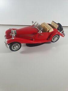 Burago Mercedes-Benz 500 K Roadster 1936 1:20 Scale Red Car Model Figure