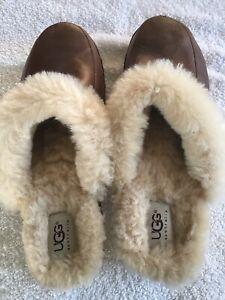 KALIE UGG Leather  Fur Lined Clog Size 9 (S/N 5425)