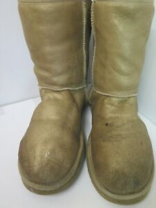 Genuine Ugg Classic Short Boots UK 8.5 Euro 41 in Gold