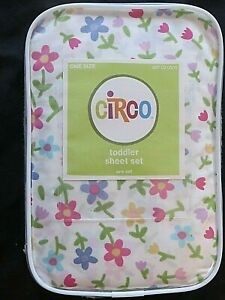 NEW Circo Fitted Crib/Toddler Bed Sheet Set Girls Flower Print