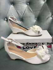 New in box Girl white dress shoes ANNA size 3